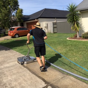 Professional pathway pressure cleaning services