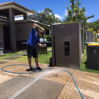 Affordable home driveway cleaning services for Sunshine Coast residences.